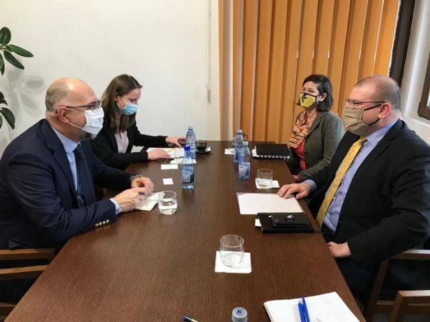 🇭🇺 🇷🇴 🇺🇸 ↓   Kelemen Hunor: Konstruktív megbeszélésünk volt ma délelőtt David Muniz úrral, az Amerikai Egyesült Államok bukaresti nagykövetségének ideiglenes �