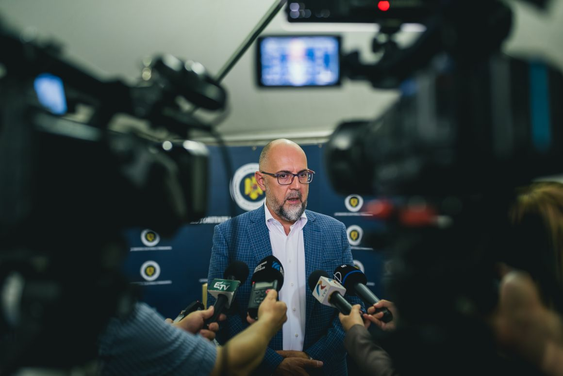 Kelemen Hunor: Leadtuk a Központi Választási Irodában a közel 153 ezer támogatói aláírást