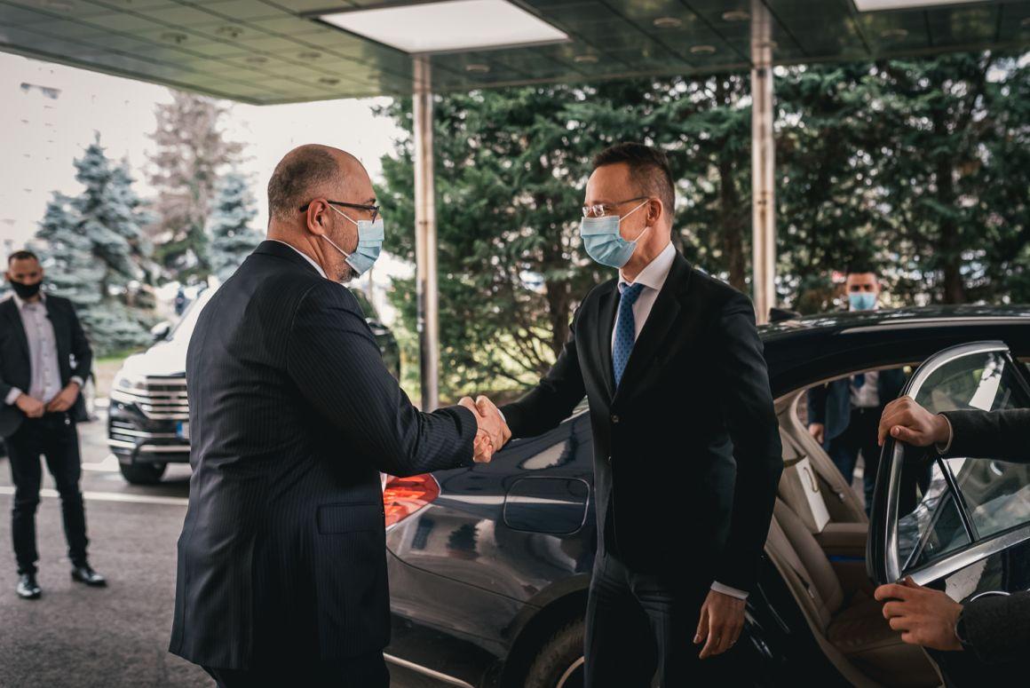 Kelemen Hunor a Szijjártó Péterrel folytatott találkozó után: hosszú évek után először érzem úgy, hogy a román-magyar kormányközi kapcsolatokat jobbá tudjuk tenni