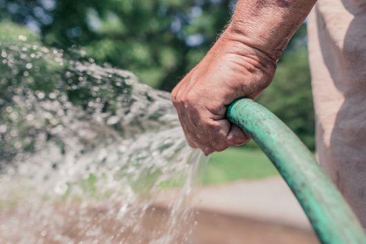 Jó hír a gazdáknak: nem kell fizetni az öntözővízért