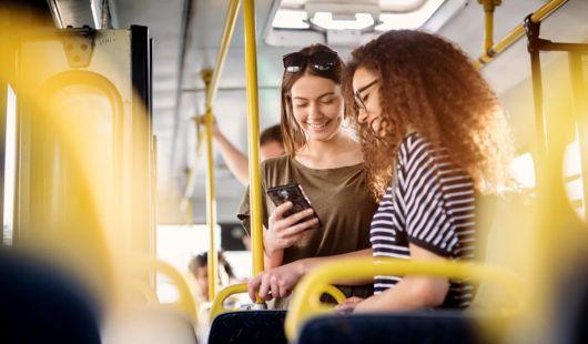 """""""Iskolabusszal"""" a városokban is – külön buszjáratokat hozhatnak létre a diákok számára az önkormányzatok"""