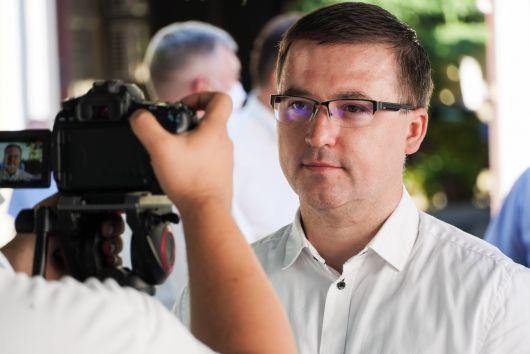"""Rajong Biharországért Szabó József """"Alex"""", az RMDSZ legfiatalabb tanácselnök-jelöltje"""