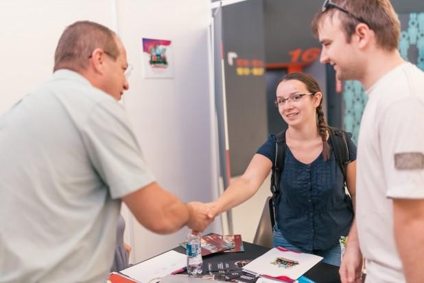 Kedvező lehetőségekkel várják haza a fiatalokat Erdélyben