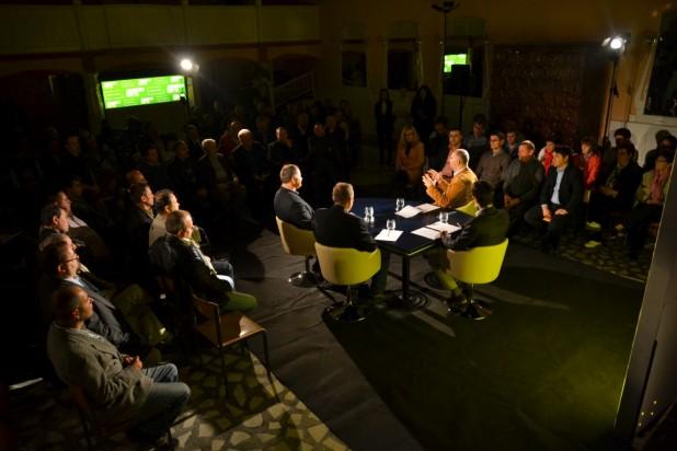 A románságnak is van helye az autonómiában – Gyergyói magyar hangok Kelemen Hunor negyedik pódiumbeszélgetésén