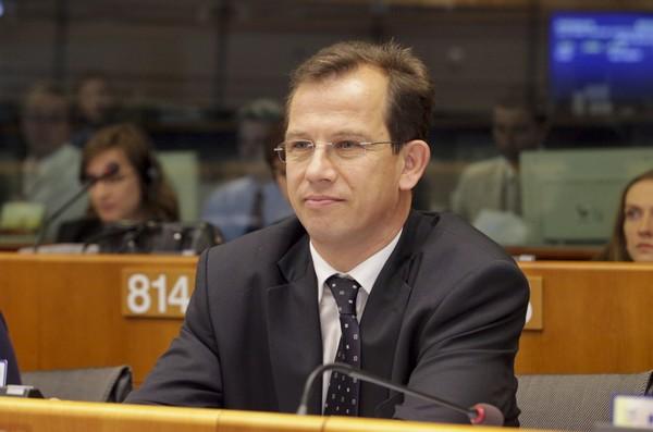 Európa 2020: Az EP erősebb kontrollt kér a Bizottságtól a tagállamok intézkedései fölött