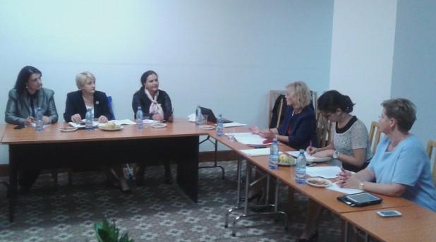 Együttműködik az RMDSZ és a PNL Nőszervezete a nőket érintő törvénytervezetekben