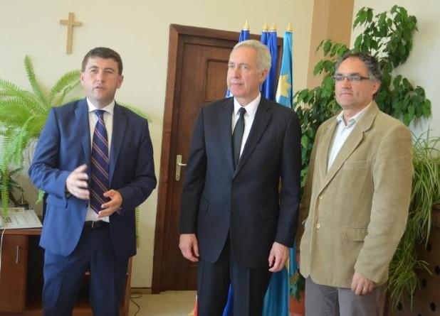 A régiós felosztás és a románoktatás problémájára is felhívta az amerikai nagykövet figyelmét Borboly Csaba és Ráduly Róbert Kálmán