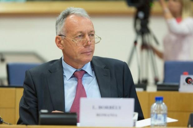 Borbély Kijevben: az EU-nak szigorúbban kell kezelnie a közösségi hálókon úszító személyeket
